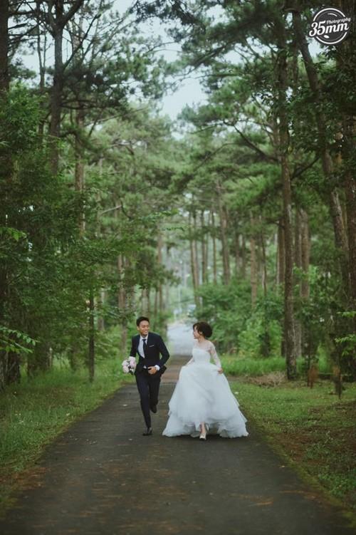 Lầy lội là vậy nhưng ảnh cưới của Nhật Anh Trắng lại lãng mạn vô cùng! - Ảnh 3.