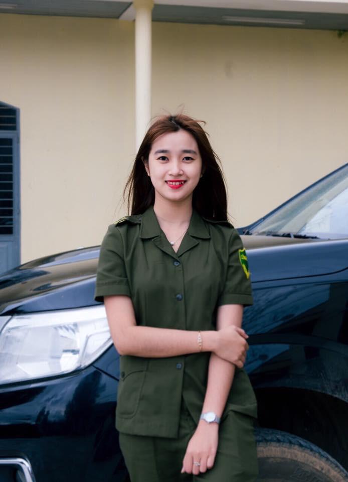 Nữ công an viên Đà Nẵng bất ngờ nổi tiếng vì xinh như hot girl - Ảnh 1.