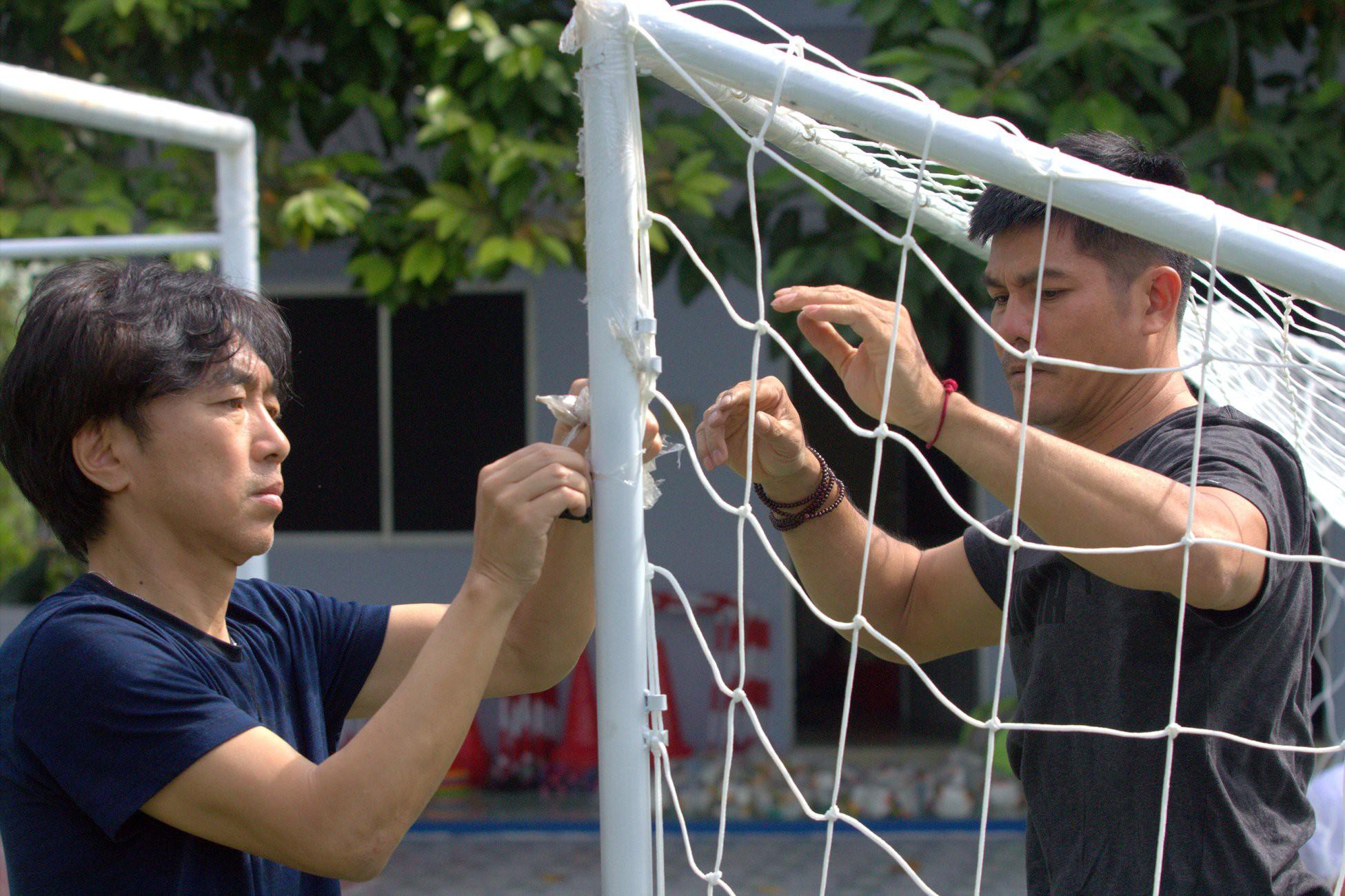 HLV Miura tung đặc sản trong buổi tập đầu tiên với CLB TP.HCM - Ảnh 4.