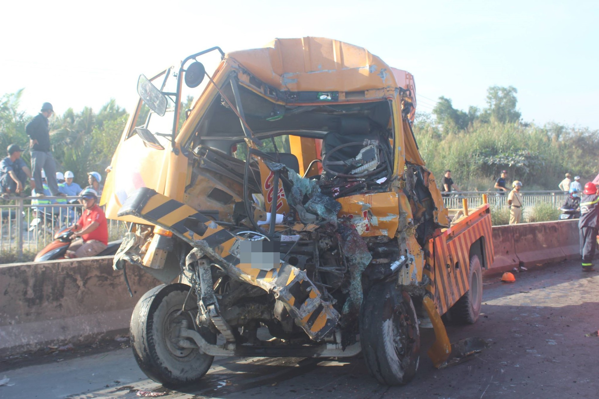 TP.HCM: 3 người thiệt mạng sau tai nạn giao dốc cầu tử thần ở quận 2 - Ảnh 1.