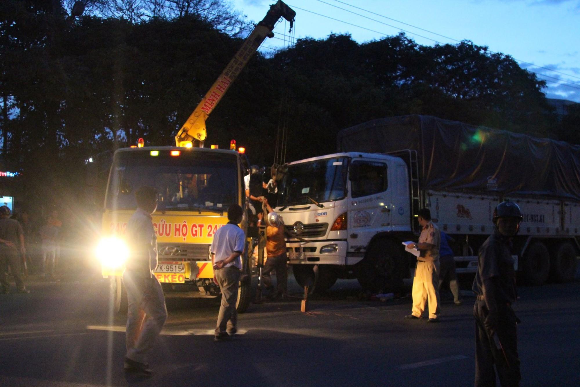 Bình Dương: Nữ công nhân bị xe tải cán tử vong thương tâm trên đường đạp xe về nhà - Ảnh 1.