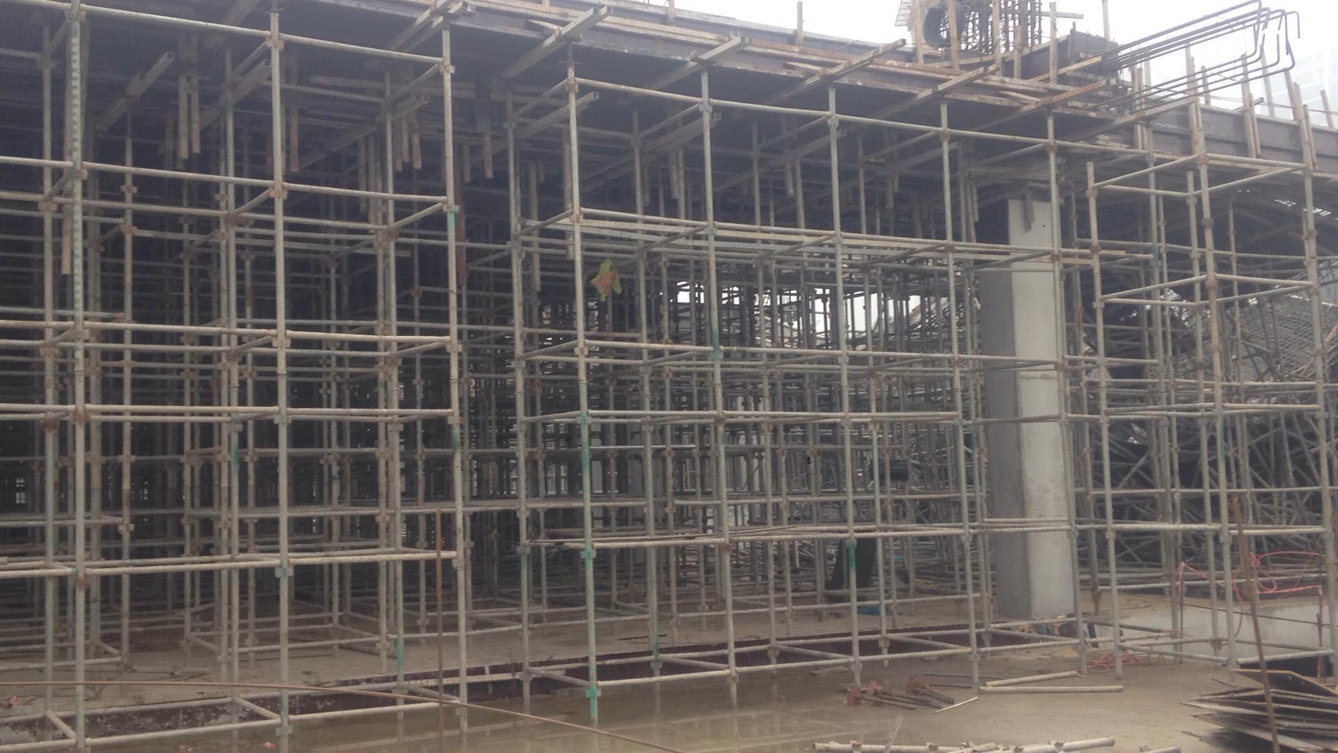 Hà Nội: Sập giàn giáo công trình xây dựng khiến 3 người chết, nhiều người bị thương - Ảnh 2.