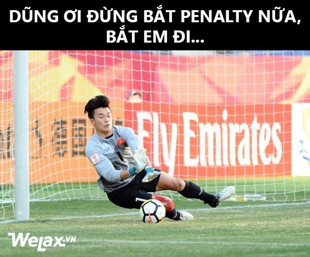 Ảnh chế: Dũng ơi đừng bắt penalty nữa, bắt em đi! - Ảnh 2.