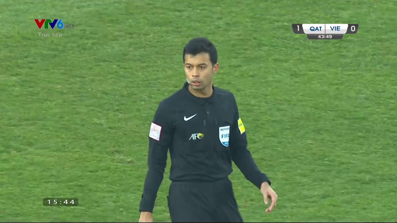 Bán kết U23 Việt Nam - U23 Qatar: Huyền My, Trang Pháp và loạt sao Việt bức xúc trước trọng tài người Singapore - Ảnh 1.