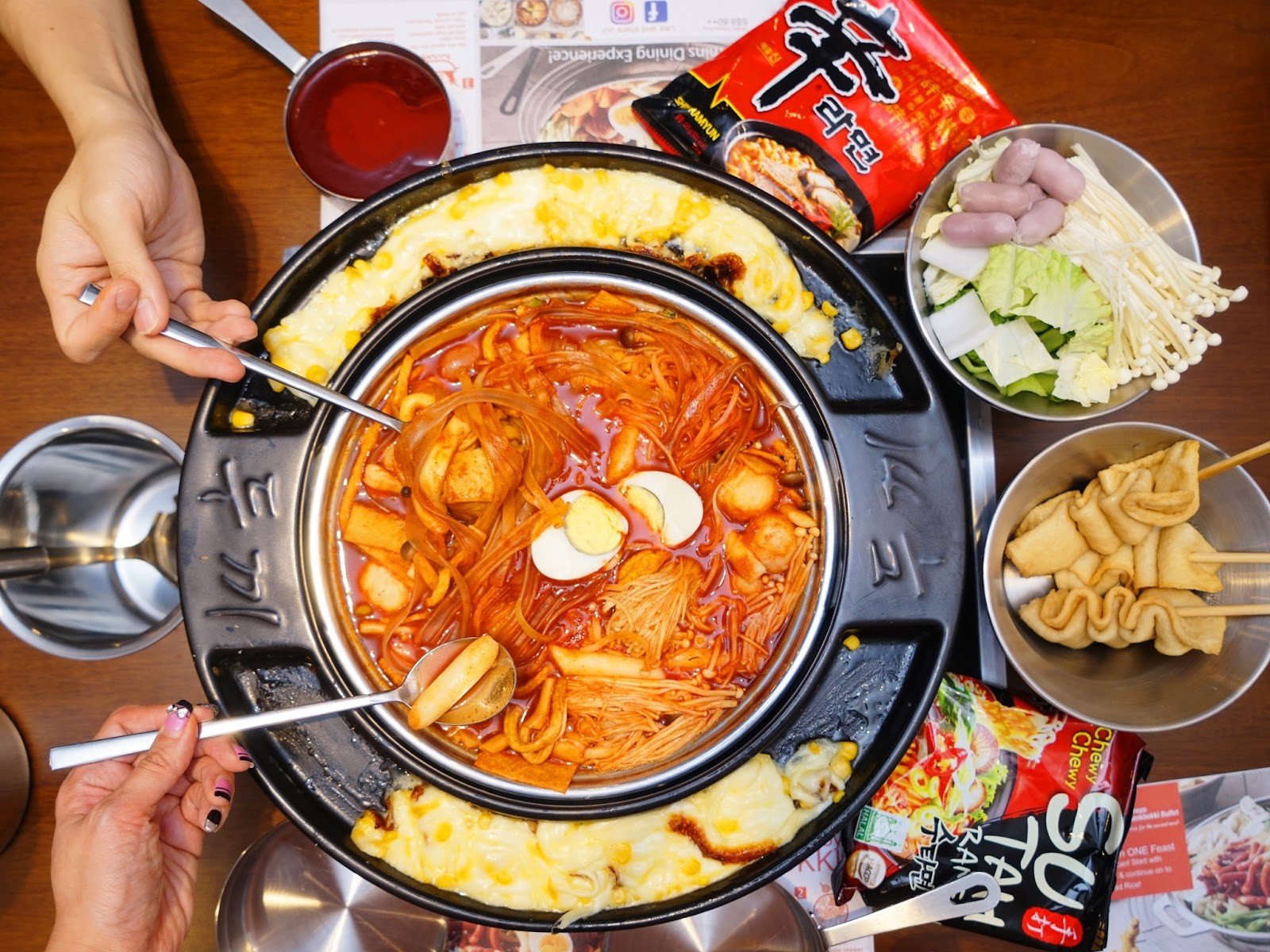 Điểm mặt những món ăn cay xé lưỡi khiến Wanna One và loạt sao Hàn quắn quéo đỏ mặt - Ảnh 4.
