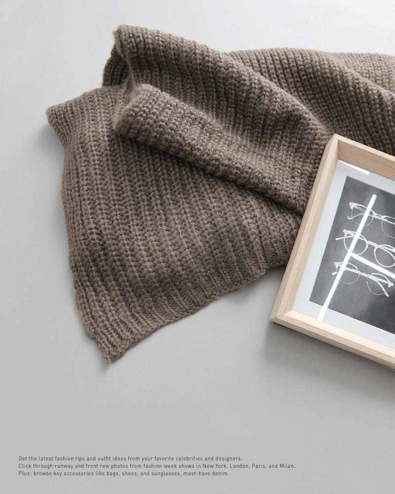 Trời rét thế này ra đường không thể thiếu khăn quàng, và đây là 4 kiểu khăn mốt nhất mà bạn nên sắm - Ảnh 12.