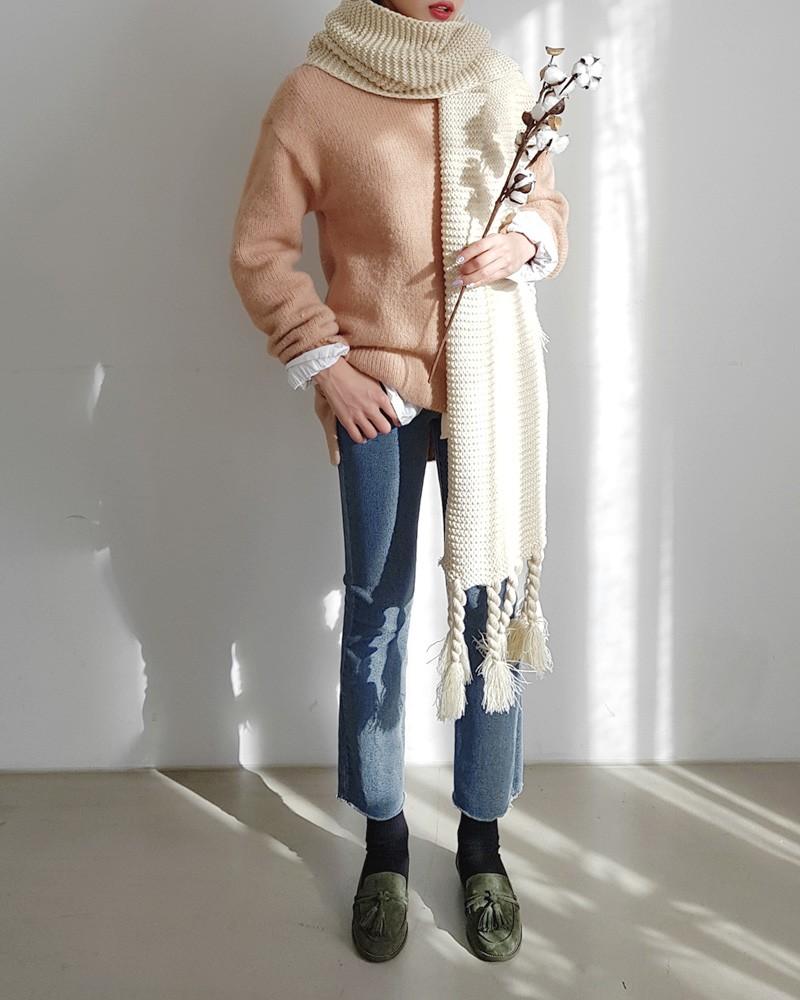 Trời rét thế này ra đường không thể thiếu khăn quàng, và đây là 4 kiểu khăn mốt nhất mà bạn nên sắm - Ảnh 14.