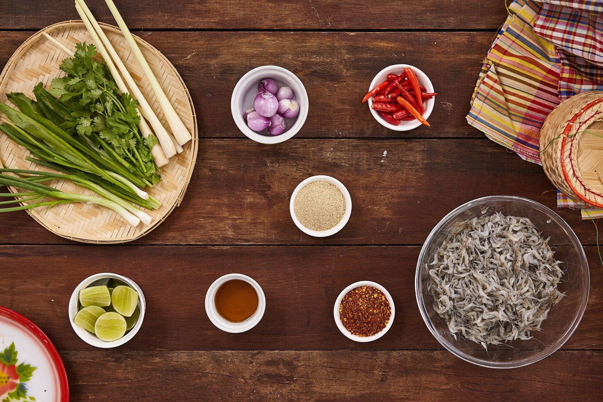 Món ăn sống còn nhảy tanh tách, ai cũng muốn bỏ chạy nhưng rất nổi tiếng ở Thái Lan - Ảnh 2.