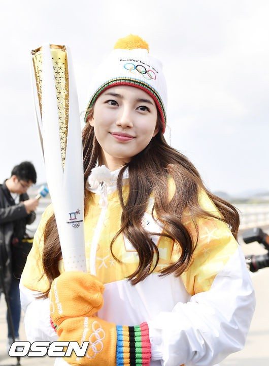 Lóa mắt trước dàn sao hạng A rước đuốc chào Thế vận hội mùa đông 2018: Hết nữ thần lại đến nam thần hội tụ - Ảnh 3.