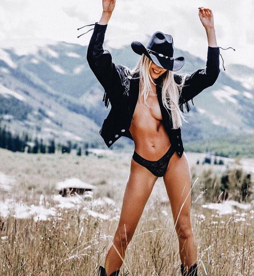 Được trả 1,5 tỷ cho một post ảnh quảng cáo, thiên thần này chính là người mẫu nội y có sức ảnh hưởng nhất Instagram - Ảnh 3.