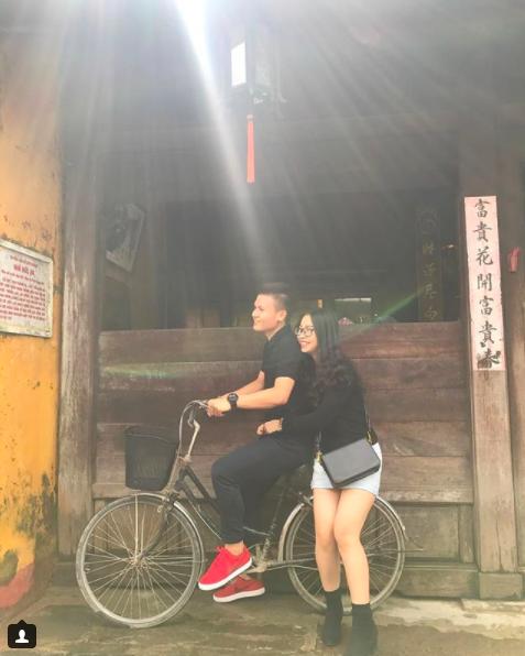 Loạt khoảnh khắc tình bể bình của Quang Hải và bạn gái xinh như hot girl - Ảnh 7.