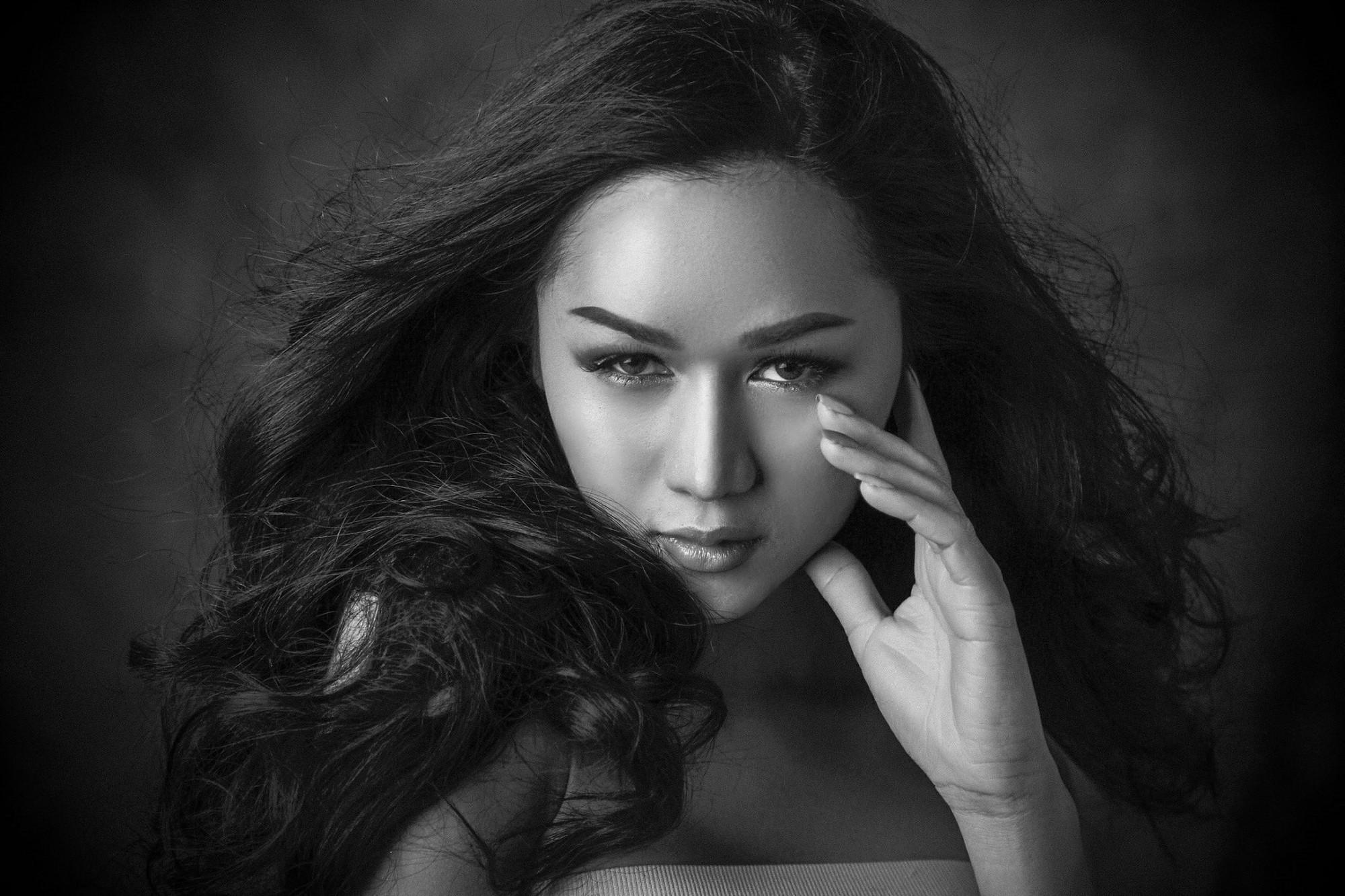Hoa hậu Chuyển giới Quốc tế 2018: Hương Giang thần thái ngời ngời lấn át dàn thí sinh trong loạt ảnh beauty shoot đầu tiên - Ảnh 4.