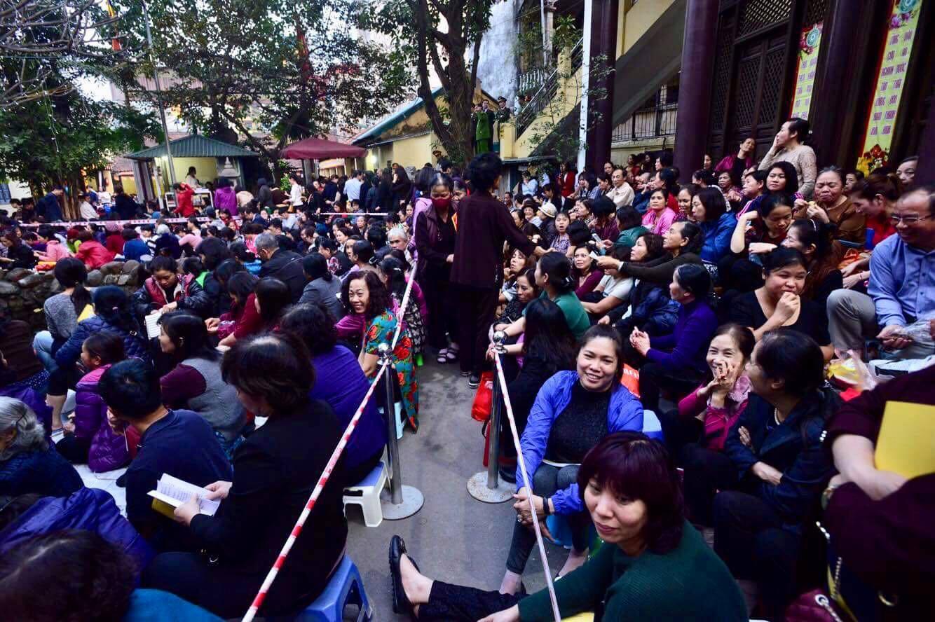 Cấm 1 làn đường trước chùa Phúc Khánh cho người dân ngồi dự lễ cầu an lớn nhất năm 8