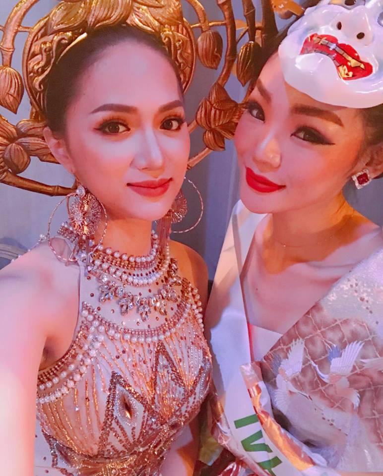 Diện trang phục dân tộc 55 kg, Hương Giang xuất hiện nổi bật ở vị trí trung tâm trong clip quảng bá của Hoa hậu Chuyển giới - Ảnh 6.