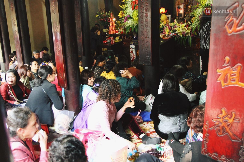 Cấm 1 làn đường trước chùa Phúc Khánh cho người dân ngồi dự lễ cầu an lớn nhất năm 4