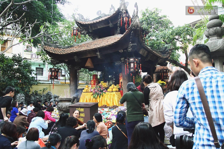 Cấm 1 làn đường trước chùa Phúc Khánh cho người dân ngồi dự lễ cầu an lớn nhất năm 1
