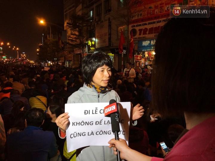 Cấm 1 làn đường trước chùa Phúc Khánh cho người dân ngồi dự lễ cầu an lớn nhất năm 27