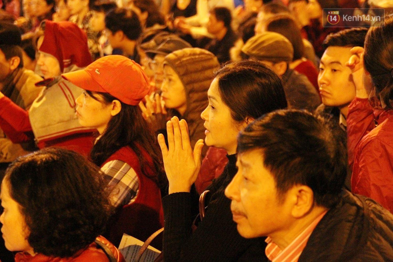 Cấm 1 làn đường trước chùa Phúc Khánh cho người dân ngồi dự lễ cầu an lớn nhất năm 28