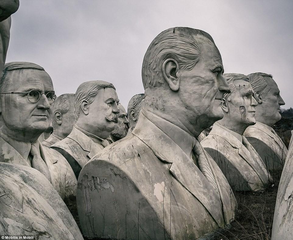Công viên Tổng thống Mỹ với 43 bức tượng khổng lồ bị hư hại nặng nề, vẫn còn thiếu hai vị Tổng thống nữa mới hoàn thiện - Ảnh 3.