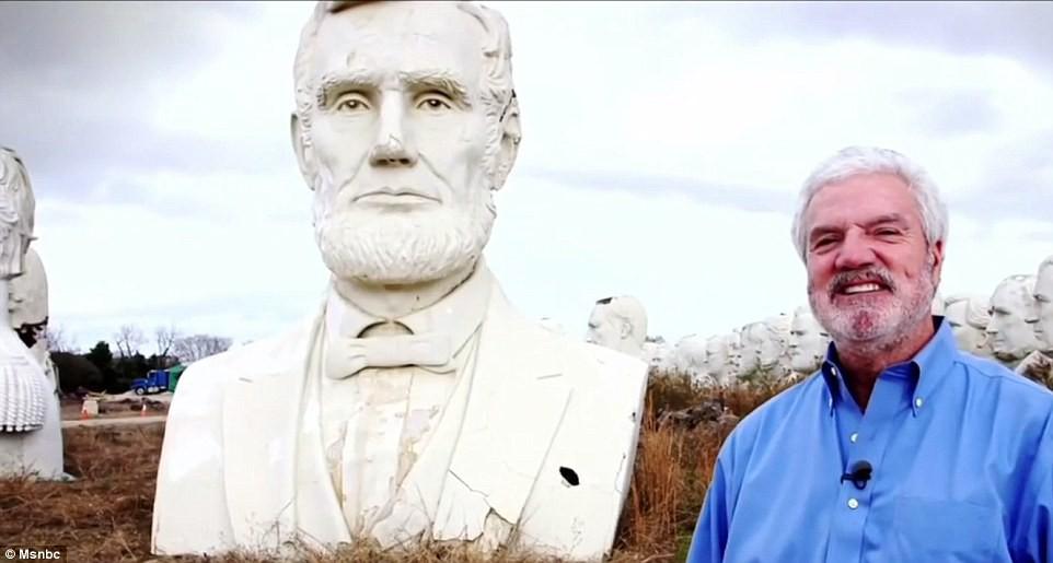 Công viên Tổng thống Mỹ với 43 bức tượng khổng lồ bị hư hại nặng nề, vẫn còn thiếu hai vị Tổng thống nữa mới hoàn thiện - Ảnh 9.