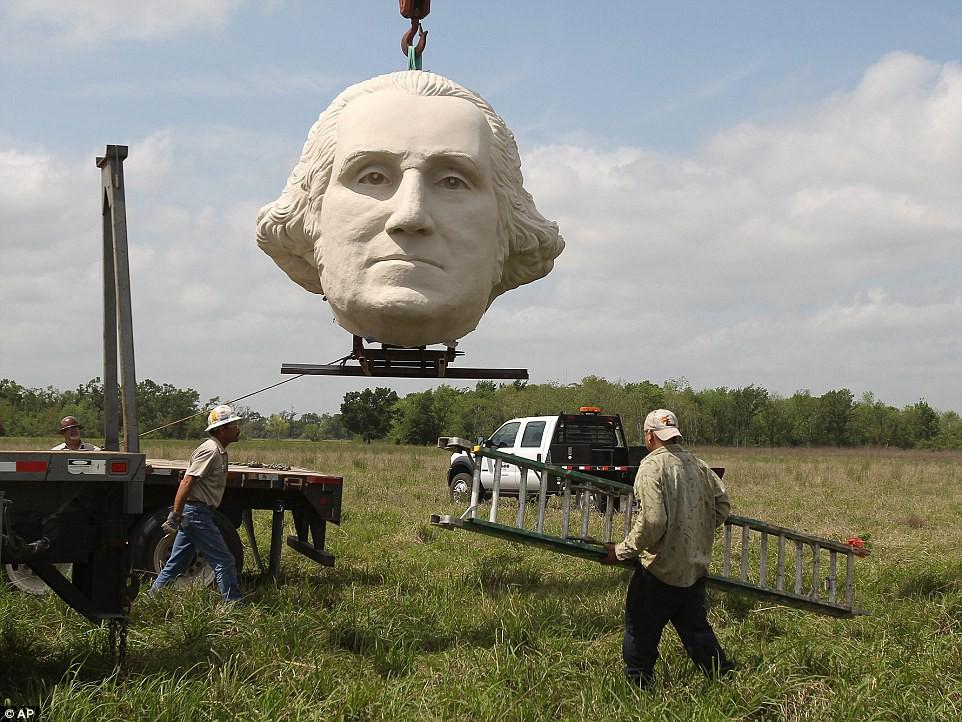 Công viên Tổng thống Mỹ với 43 bức tượng khổng lồ bị hư hại nặng nề, vẫn còn thiếu hai vị Tổng thống nữa mới hoàn thiện - Ảnh 11.