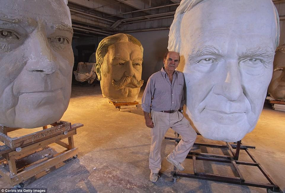 Công viên Tổng thống Mỹ với 43 bức tượng khổng lồ bị hư hại nặng nề, vẫn còn thiếu hai vị Tổng thống nữa mới hoàn thiện - Ảnh 12.