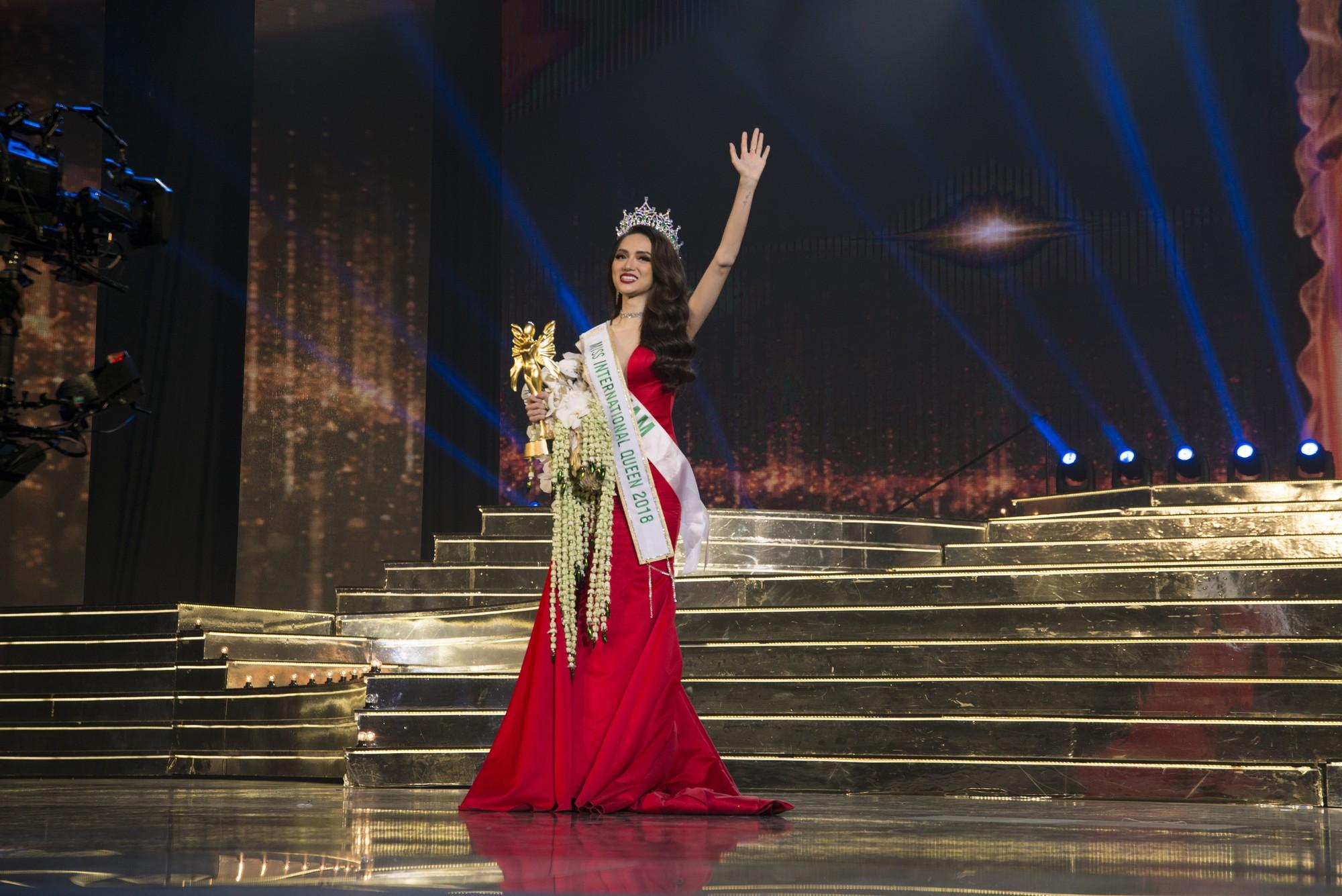 Clip đẹp: Xem trọn vẹn những phần thi xuất sắc giúp Hương Giang trở thành Tân Hoa hậu Chuyển giới Quốc tế 2018 - Ảnh 3.