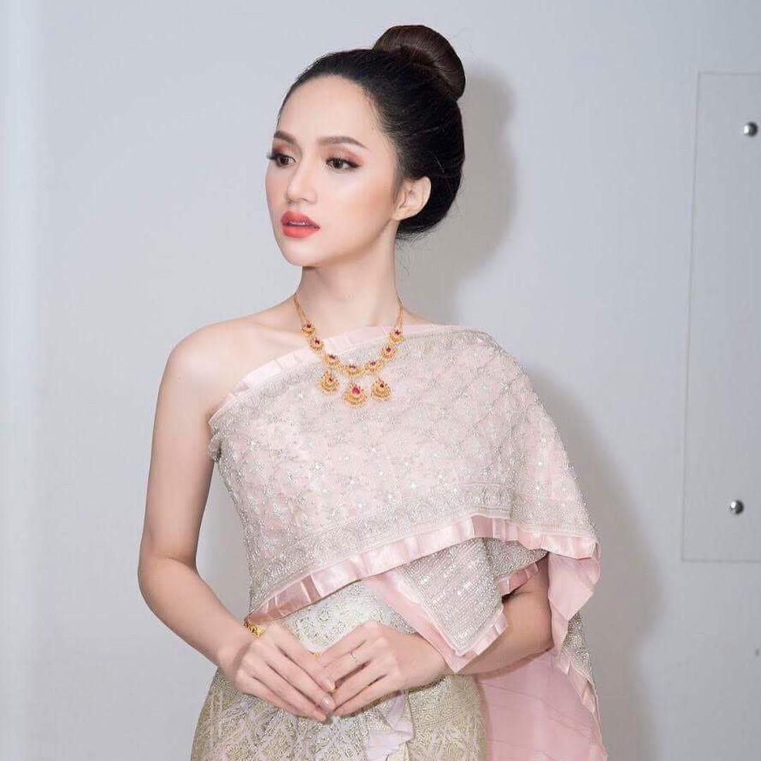 Chỉ dùng son đỏ và son cam mà Hương Giang vẫn cứ tỏa sáng ngời ngời tại Hoa hậu Chuyển giới Quốc tế 2018 - Ảnh 9.