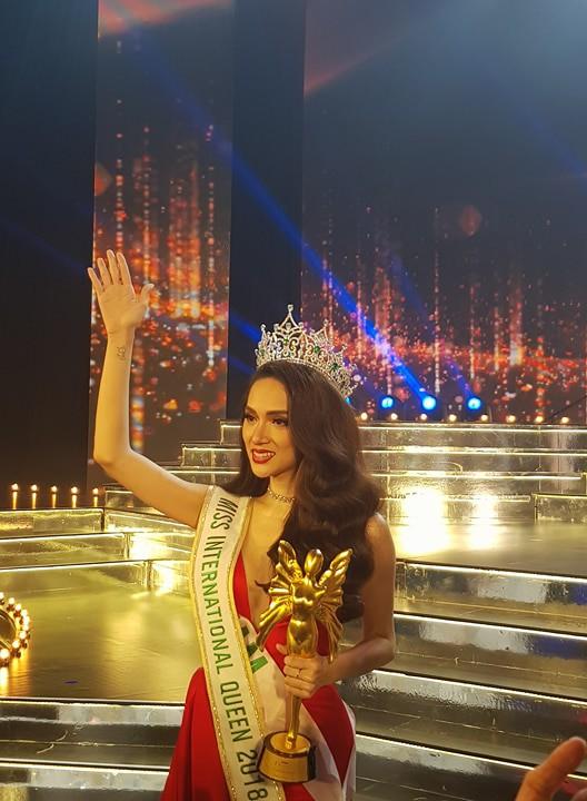 Phỏng vấn nhanh Hương Giang sau chiến thắng tại đấu trường Hoa hậu Chuyển giới Quốc tế 2018 - Ảnh 4.