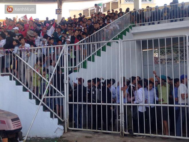 Vỡ sân Pleiku ngày Xuân Trường, Công Phượng khai màn V.League 2018 - Ảnh 5.