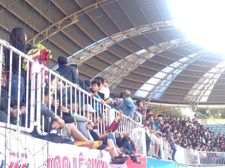 Vỡ sân Pleiku ngày Xuân Trường, Công Phượng khai màn V.League 2018 - Ảnh 8.