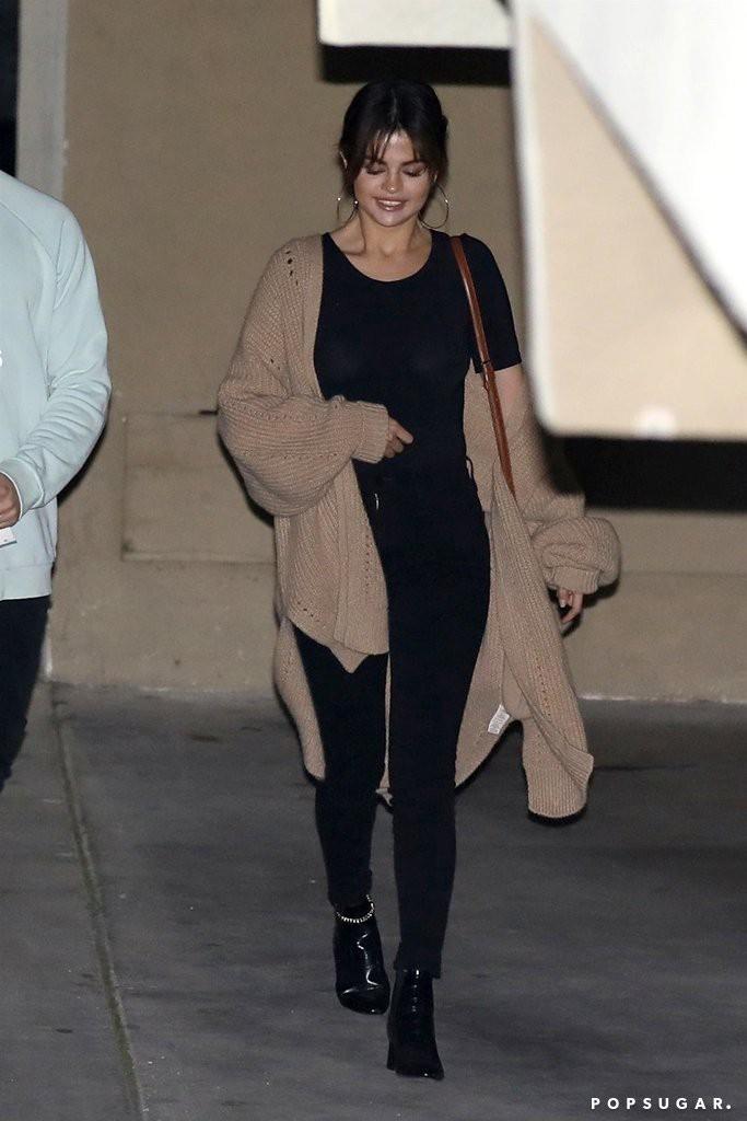 Hóa ra các sao cũng mặc lại đồ như chúng ta: Selena Gomez đi boot cọc cạch, diện cùng một chiếc cardigan với 2 style khác nhau trong 2 ngày liên tiếp - Ảnh 5.