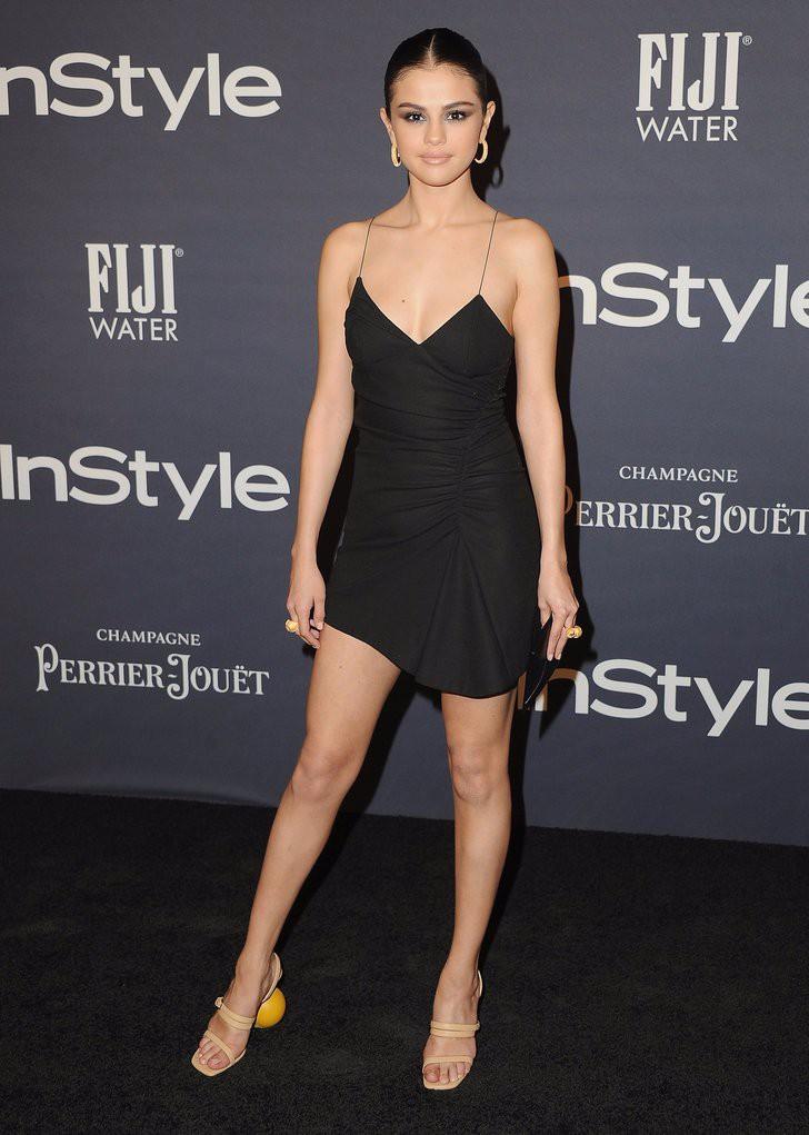 Hóa ra các sao cũng mặc lại đồ như chúng ta: Selena Gomez đi boot cọc cạch, diện cùng một chiếc cardigan với 2 style khác nhau trong 2 ngày liên tiếp - Ảnh 7.