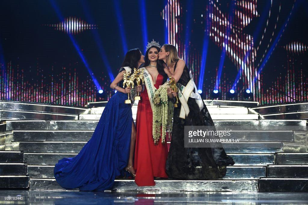 DailyMail, AFP cùng loạt tờ báo lớn nhất thế giới đưa tin Hương Giang đăng quang Hoa hậu Chuyển giới Quốc tế 2018 - Ảnh 8.