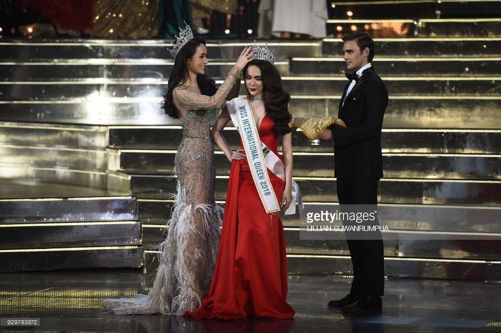 DailyMail, AFP cùng loạt tờ báo lớn nhất thế giới đưa tin Hương Giang đăng quang Hoa hậu Chuyển giới Quốc tế 2018 - Ảnh 12.
