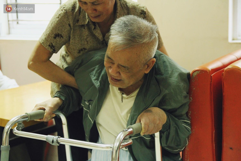 Đằng sau cánh cửa một viện dưỡng lão ở Hà Nội: Ừ thì, mình cứ vui hết mình thôi! - Ảnh 13.