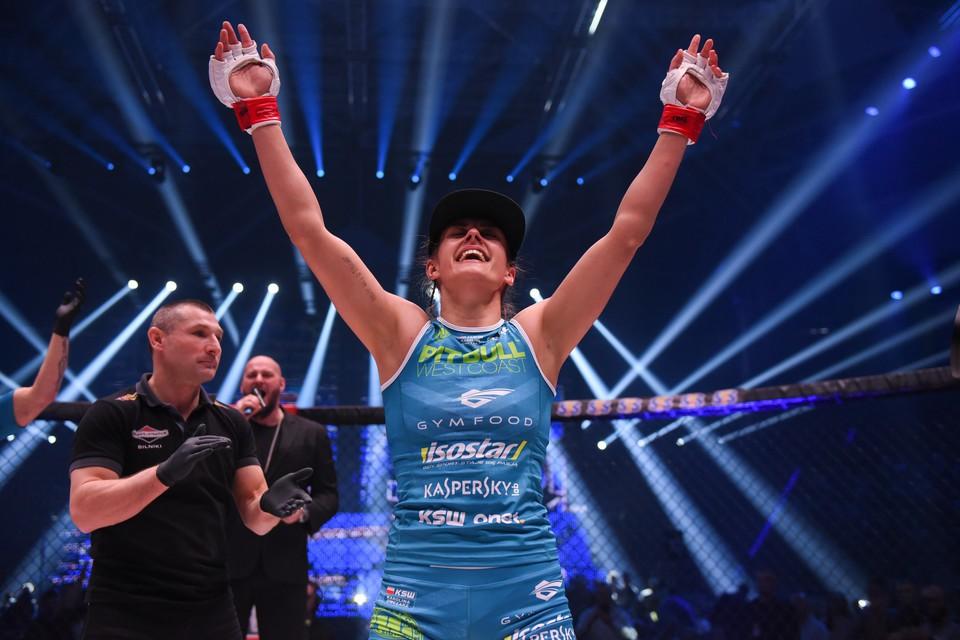 """""""Bông hồng gai"""" làng báo Ba Lan đo ván đối thủ chỉ sau 60 giây trên sàn MMA - Ảnh 4."""