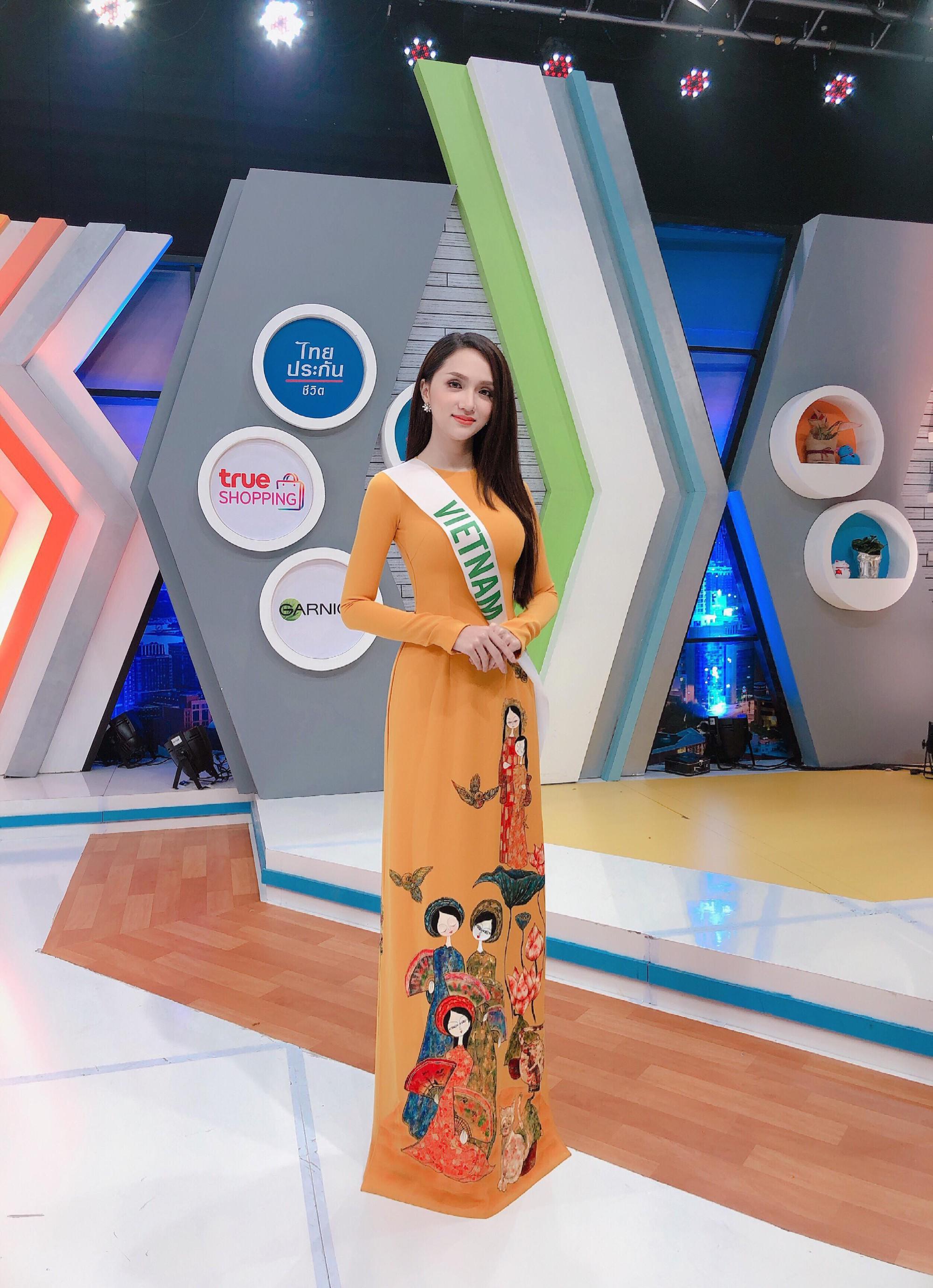 Chỉ dùng son đỏ và son cam mà Hương Giang vẫn cứ tỏa sáng ngời ngời tại Hoa hậu Chuyển giới Quốc tế 2018 - Ảnh 11.