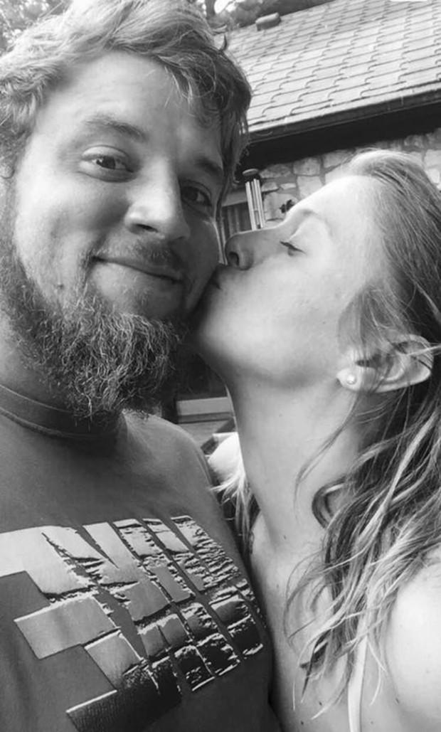 Sự thật phía sau tấm ảnh hạnh phúc của cặp đôi: Gã bạn trai độc ác kêu bạn hãm hiếp và đánh bạn gái mình tàn nhẫn 5