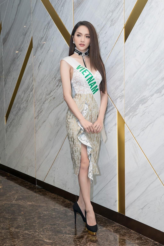 Chỉ dùng son đỏ và son cam mà Hương Giang vẫn cứ tỏa sáng ngời ngời tại Hoa hậu Chuyển giới Quốc tế 2018 - Ảnh 12.