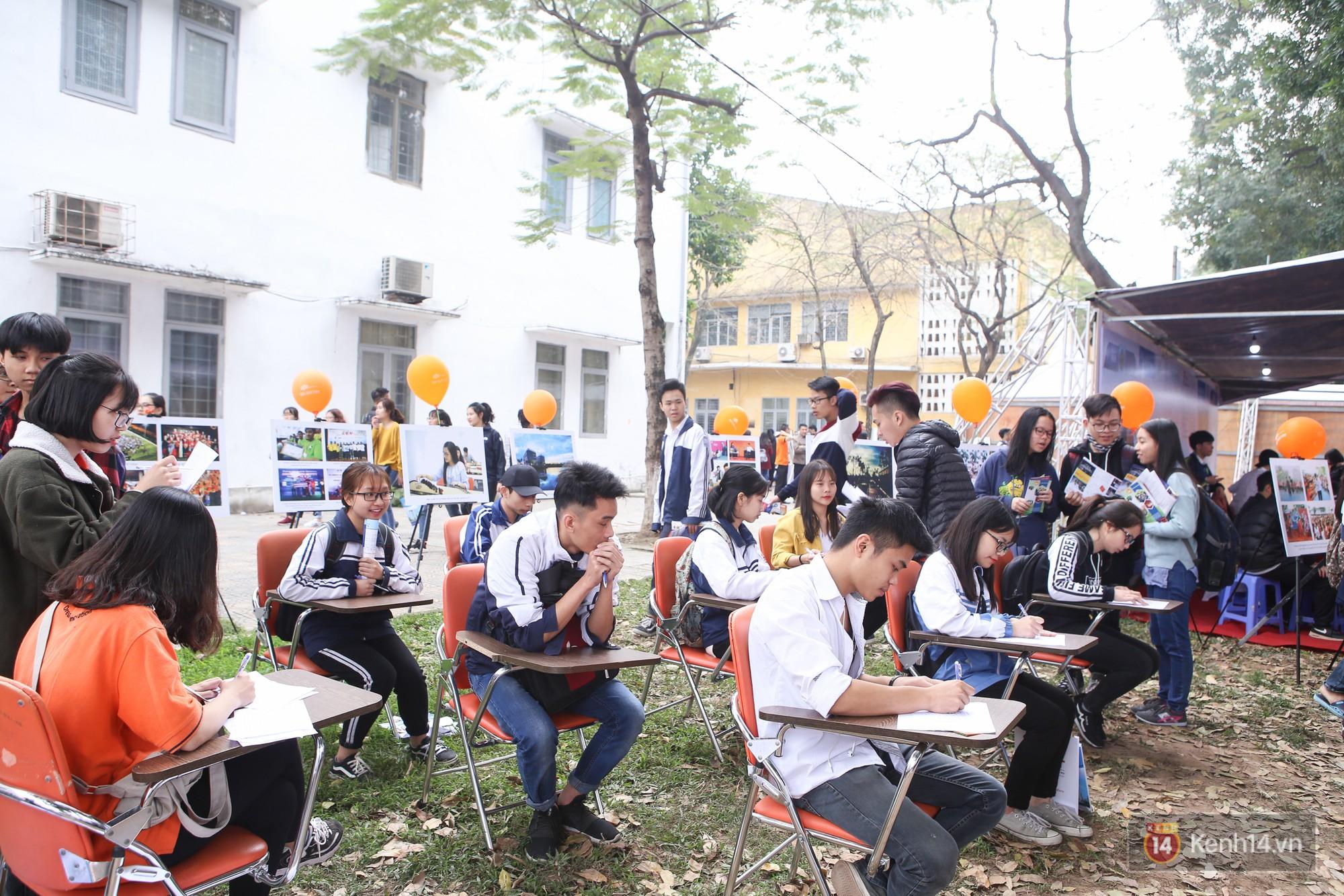 Hơn 10.000 học sinh được tư vấn, giải đáp thắc mắc các vấn đề hot nhất của kỳ thi THPT quốc gia 2018 - Ảnh 7.