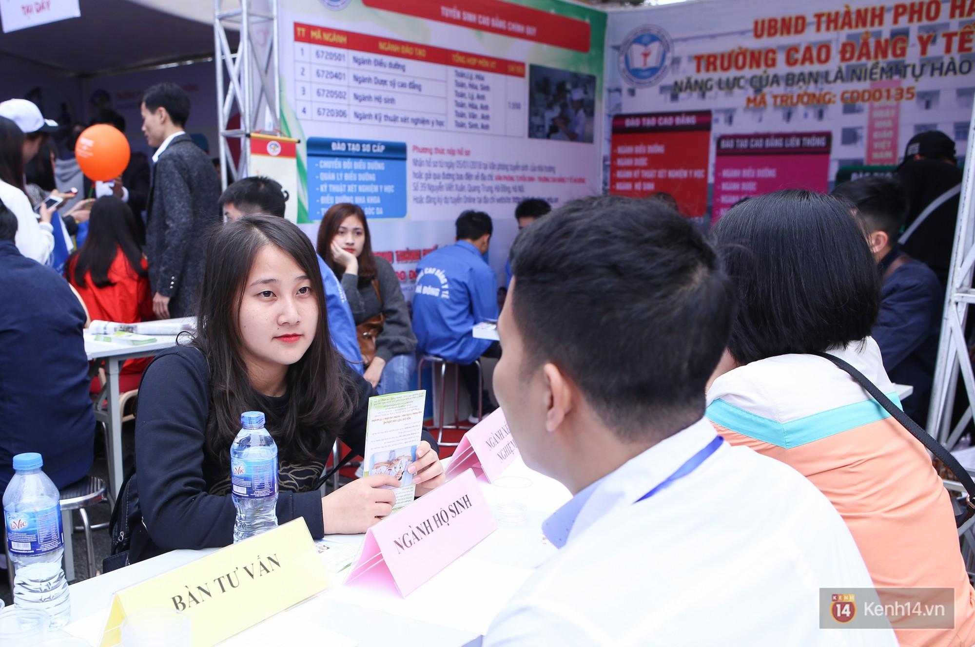 Hơn 10.000 học sinh được tư vấn, giải đáp thắc mắc các vấn đề hot nhất của kỳ thi THPT quốc gia 2018 - Ảnh 12.