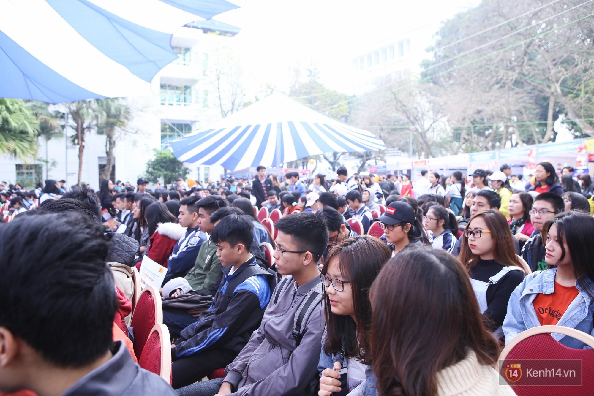 Hơn 10.000 học sinh được tư vấn, giải đáp thắc mắc các vấn đề hot nhất của kỳ thi THPT quốc gia 2018 - Ảnh 16.