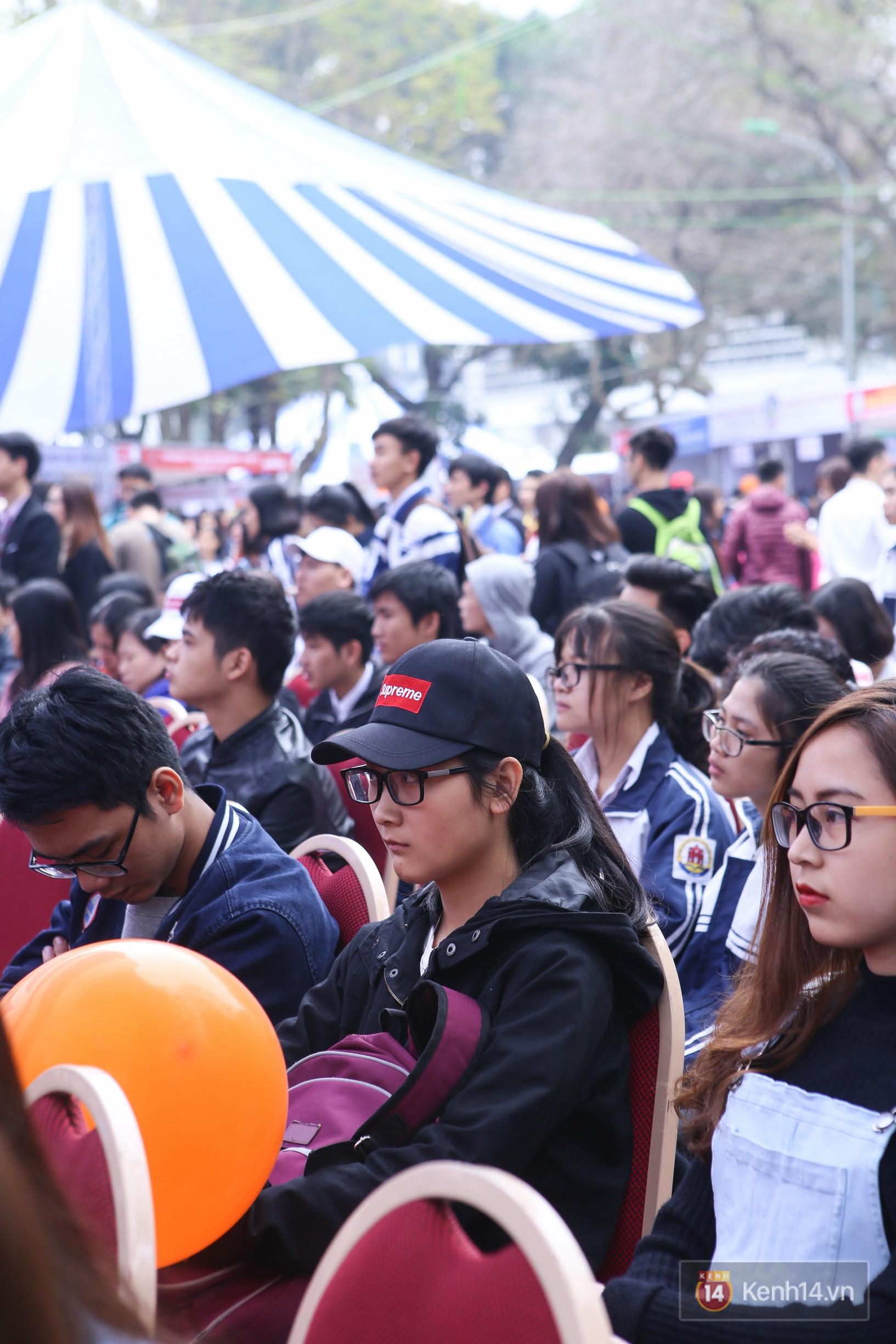 Hơn 10.000 học sinh được tư vấn, giải đáp thắc mắc các vấn đề hot nhất của kỳ thi THPT quốc gia 2018 - Ảnh 11.