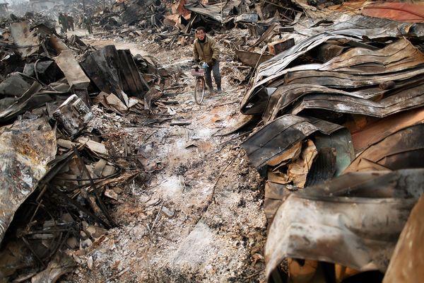 Những hình ảnh thảm họa động đất sóng thần năm 2011 khiến ai cũng thổn thức: Đến tận bây giờ, 2,500 người vẫn mất tích - Ảnh 2.