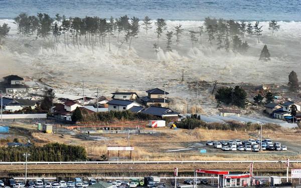 Những hình ảnh thảm họa động đất sóng thần năm 2011 khiến ai cũng thổn thức: Đến tận bây giờ, 2,500 người vẫn mất tích - Ảnh 7.