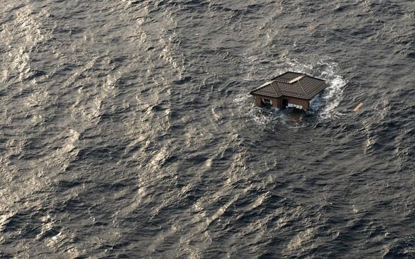 Những hình ảnh thảm họa động đất sóng thần năm 2011 khiến ai cũng thổn thức: Đến tận bây giờ, 2,500 người vẫn mất tích - Ảnh 25.