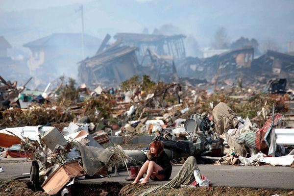 Những hình ảnh thảm họa động đất sóng thần năm 2011 khiến ai cũng thổn thức: Đến tận bây giờ, 2,500 người vẫn mất tích - Ảnh 23.