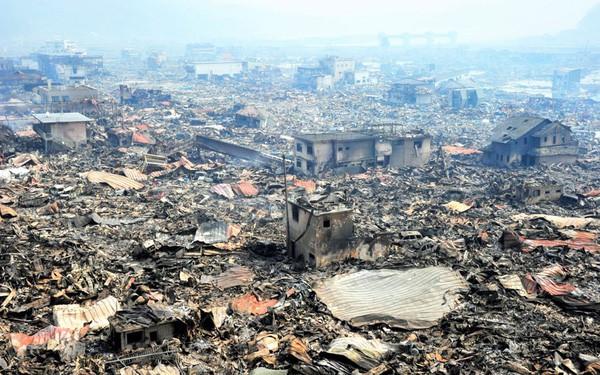 Những hình ảnh thảm họa động đất sóng thần năm 2011 khiến ai cũng thổn thức: Đến tận bây giờ, 2,500 người vẫn mất tích - Ảnh 26.