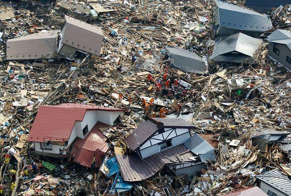 Những hình ảnh thảm họa động đất sóng thần năm 2011 khiến ai cũng thổn thức: Đến tận bây giờ, 2,500 người vẫn mất tích - Ảnh 16.